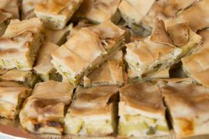 Torta salata con carciofi e porri