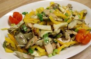 Insalata di pollo e peperoni gialli